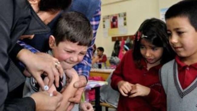 Çocuklar okullarda tek tek aşılanacak!