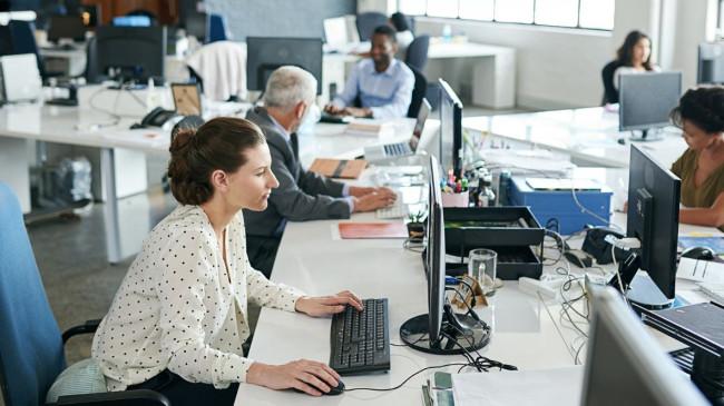 Ofis çalışanlarına, bel ve sırt ağrıları için 11 öneri